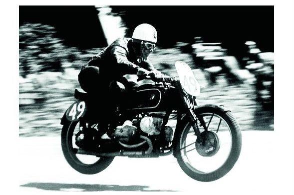 Altes Foto Georg Meier auf BMW Kompressor Type 255 bei Rennen auf der Insel Man 1939 (Neudruck als Postkarte)