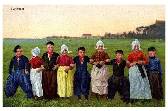 Alte Farb-AK Kinder in Tracht von Volendam (Neudruck als Postkarte)