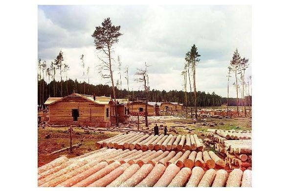Altes Farbfoto Eisenbahnbau auf der Eisenbahnlinie Shadrinsk-Sinara in der Nähe der Stadt Shadrinsk (Neudruck als Postkarte)