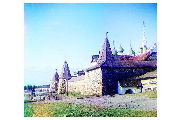 Altes Farbfoto Blick auf das Solovetsky-Kloster vom Land aus (Neudruck als Postkarte)
