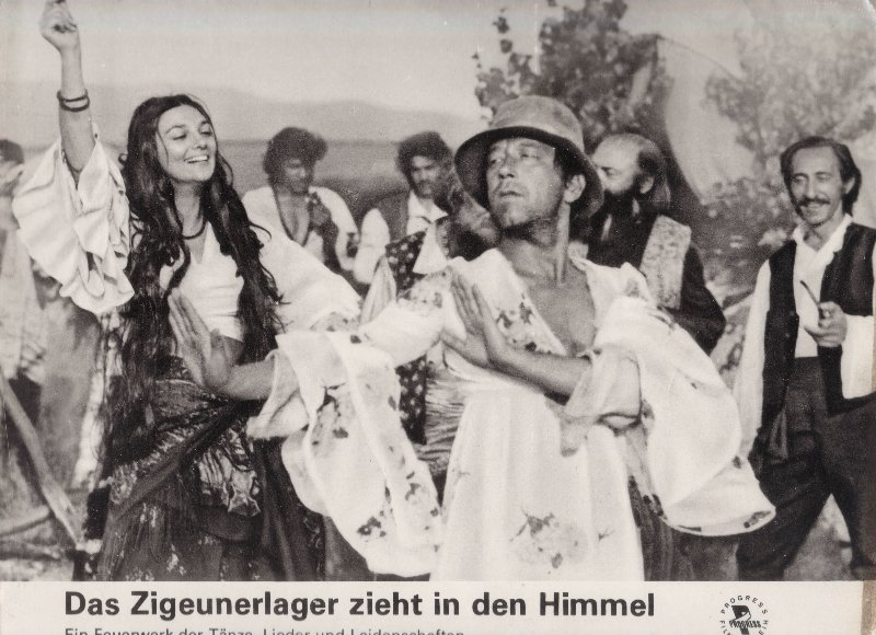DDR DEFA Kino Aushangfotos Progress Filmverleih Das Zigeunerlager zieht in den Himmel P9
