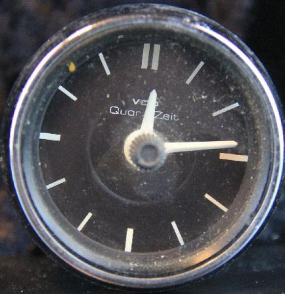 Mercedes Benz W 114 VDO-Quarz-Autouhr 1968