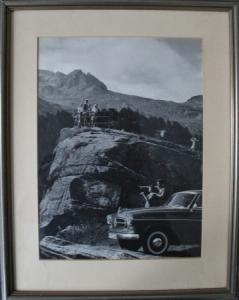 Borgward-Foto vor Bergkulisse 1956 gerahmt