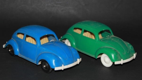Hammer Volkswagen Käfer zwei Plastikmodelle 1960