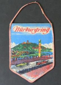 Nürburgring Werbe-Wimpel mit Rennszene und Wappen Stoff 1965