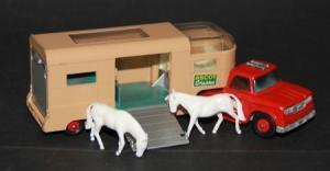 Matchbox Lesney Dodge Articulated Horse Van mit Pferden Metallmodell 1965