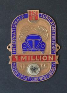 """Volkswagen ADAC-Plakette """"1 Million - Internationale Jubiläumszielfahrt"""" 1955 Messing emailliert"""