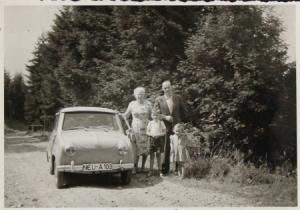 Glas Goggomobil mit Familie 1959 Original Photo