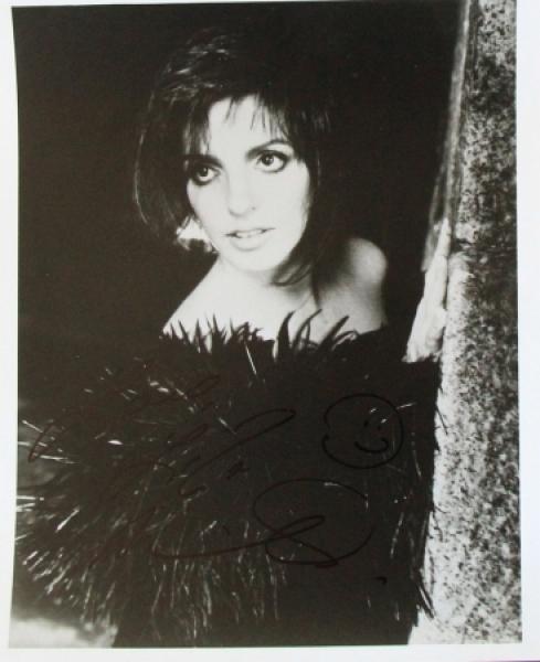 Liza Minnelli original signierte Autogrammkarte 1976