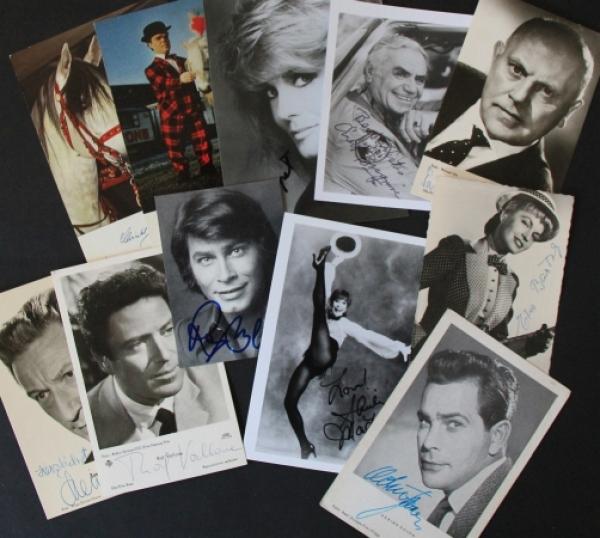 11 original signierte Autogrammkarten von verschiedenen Künstlern 1952-1976