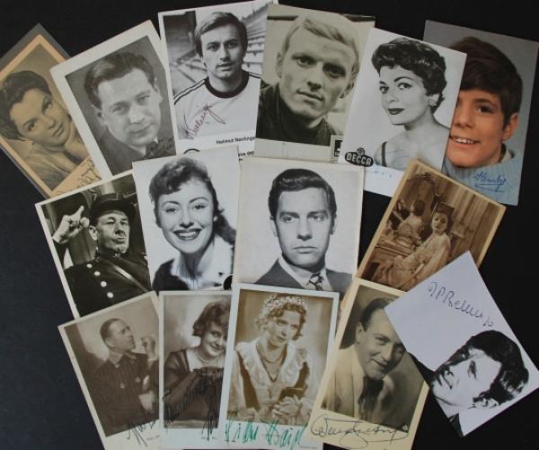 14 original signierte Autogrammkarten von verschiedenen Künstlern 1935-1976
