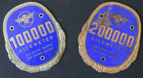 Hanomag Plaketten für 100.000 und 200.000 km Messing-Emaile 1960
