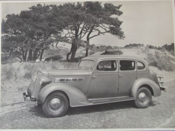 Packard One-Twenty Sedan 1939 Werks-Photo