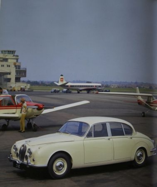 "Zöllter ""Jaguar XJ und alle Modelle seit 1922"" Jaguar-Historie 2010 3"