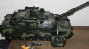 DeAgostini Panzer Walker Bulldog M41A3 Plastikmodell 1944 mit Fernsteuerung