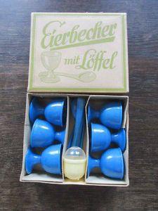 DDR 6 blaue Plaste Eierbecher mit Löffel und Salzstreuer OVP 0