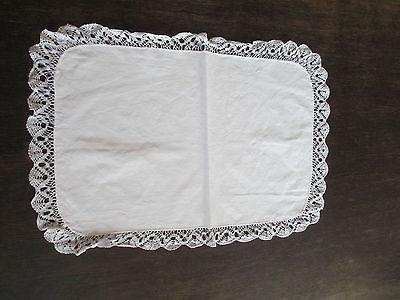 Schöne alte Tischdecke Deckchen mit Klöppelspitze