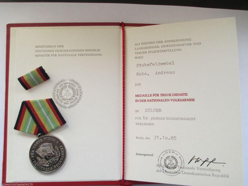 NVA  Medaille für treue Dienste  der NVA  mit Urkunde und Mappe 1980  10 Jahre