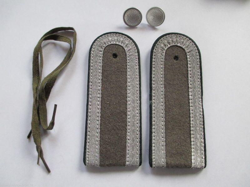 NVA 1 paar Schulterstücke  Unteroffizier  Rückwärtiger Dienst  dunkelgrün