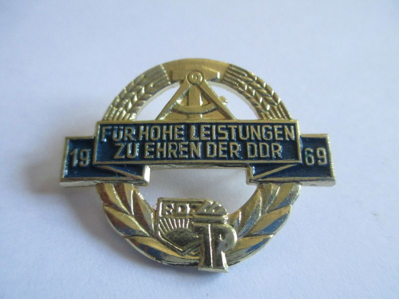 DDR Abzeichen für hohe Leistungen zu Ehren der DDR    1969