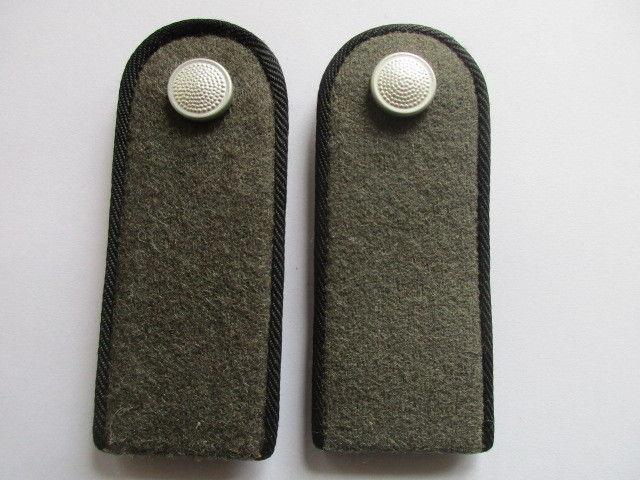 NVA 1 paar Schulterstücke Soldat Pioniere schwarz  alte Form