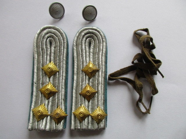 Uniformen & Effekten Sammeln & Seltenes 1 Paar Schulterstücke Oberleutnant Luftstreitkräfte der NVA