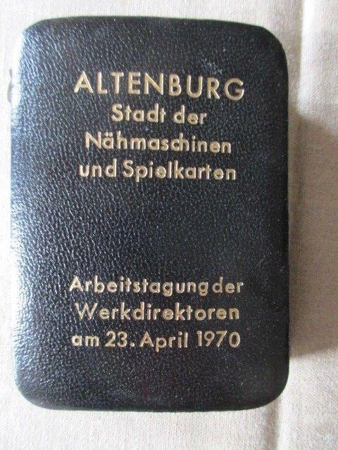 Altenburger Skatkarten im Lederetui Werbung Arbeitstagung Werksdirektoren 1970