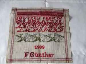 Ein schönes altes ABC Stickmustertuch 1909, Kreuzstich