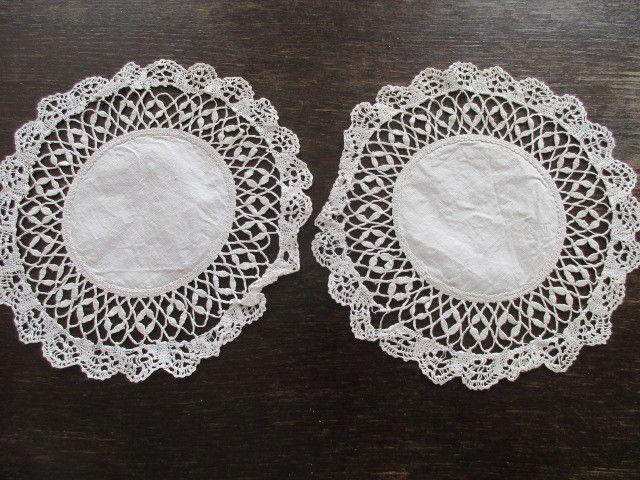 2 kleine Leinen Tischdeckchen Deckchen rund Klöppelspitze  Ø 22 cm