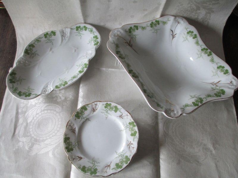 Zwei alte Porzellan Anbietschalen Schalen vier Teller lindgrün gold Jugendstil