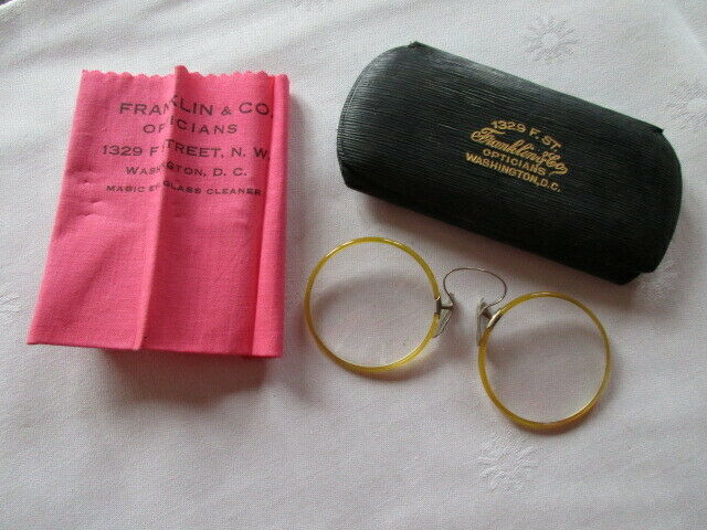 Altes Brillenetui mit Brille Franklin & Co Opticians Washington