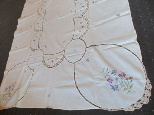 Schönes altes Leinen Tischtuch Tischdecke Häkelei Stickerei Blumen Handarbeit (1