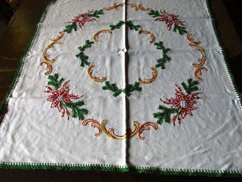 Alte Tischdecke Weihnachten Baumwolle Stickerei Handarbeit ca. 70 x 65 cm