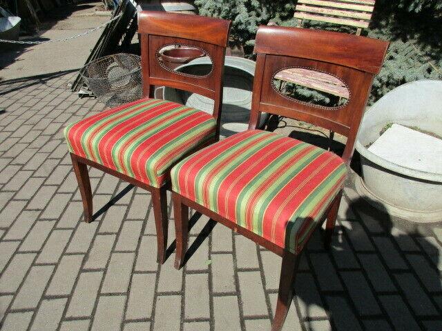 2 alte Stühle Nussbaum 0
