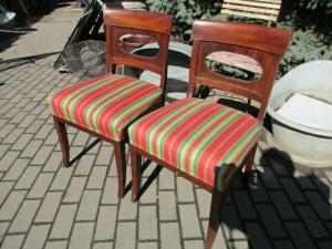2 alte Stühle Nussbaum