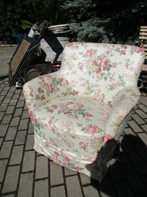 Alter Sessel neu bezogen 0