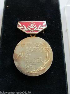 DDR  GST Hervorragender Ausbilder der GST silber emailiert RS erhaben 1969-1980