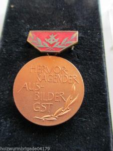 DDR  GST Hervorragender Ausbilder der GST  bronze emailiert RS glatt  1969-1980