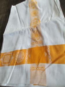Eine alte Tischdecke  Leinen Damast Indanthren weiß/gelb benutzt