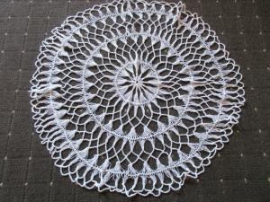 Schönes altes Tischdeckchen Mitteldecke rund Handarbeit Häkelei Ø 50 cm