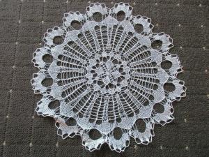 Schönes altes Tischdeckchen Mitteldecke rund Handarbeit Häkelei Ø 31 cm