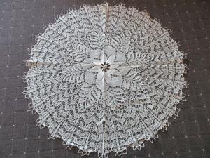 Schönes altes Tischdeckchen Mitteldecke rund Handarbeit Häkelei Ø 70 cm