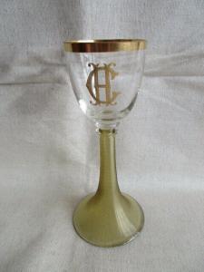 Altes Kristall Weinglas Römer grün geriffelt Böhmen Monogramm CH Goldrand