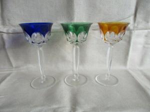 3 alte Bleikristall Weingläser Römer Beinstein Grün Blau