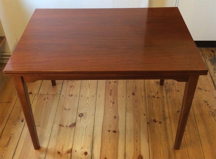 Unikat: Nussbaum Holztisch mit 5 Stühlen und Sitzbank