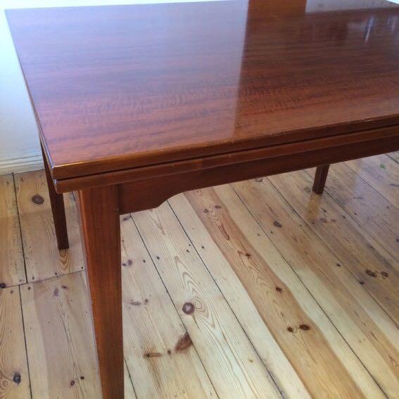 unikat nussbaum holztisch mit 5 st hlen und sitzbank oldthing speisezimmer. Black Bedroom Furniture Sets. Home Design Ideas