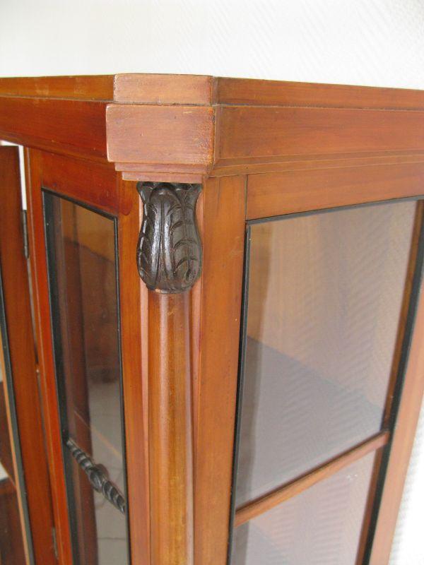Kabinett Vitrine symetrisch, antik um 1900, Säulenpilaster Knospenkapitel sehr schön  5