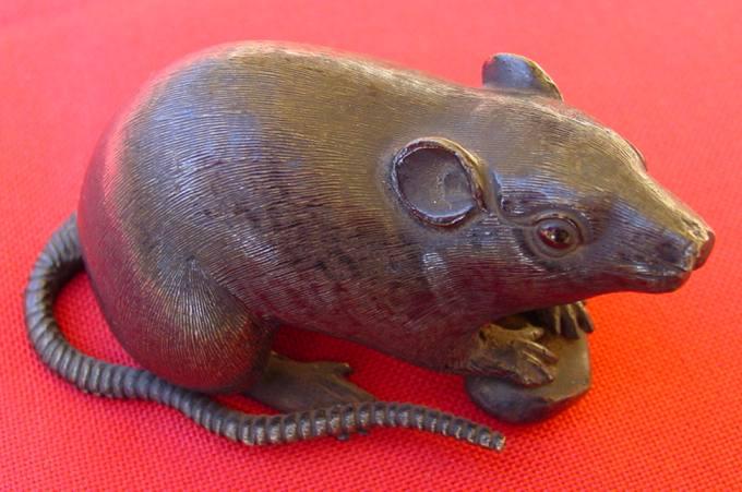 (1018800) Sehr alte Rattenfigur. Japanische /asiatische Bronze, um 1890, 420 Gramm !