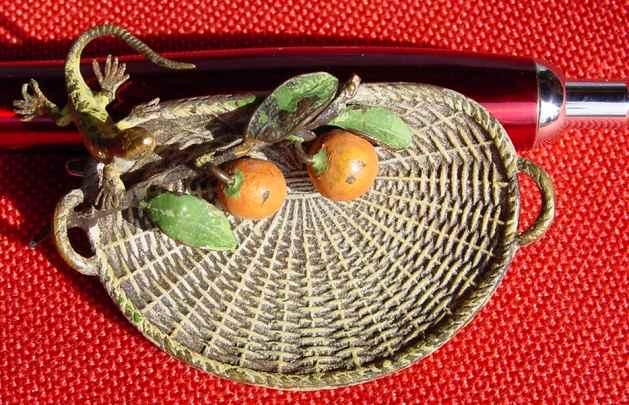 (1037246) Hübscher, kleiner Obstkorb mit Orangen und einer kleinen Eidechse am Rand. Vermutlich WIENER BRONZE.