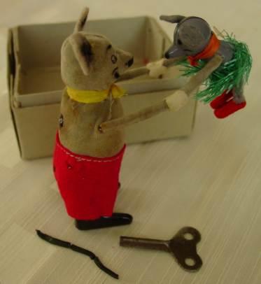 (1018789) Aufzieh-Spielzeug von Schuco. Tanzmaus mit Baby
